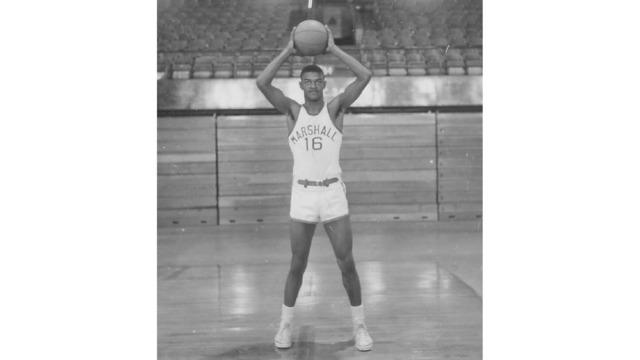 Hal Greer%2c ball over head_1523894591143.tif.jpg