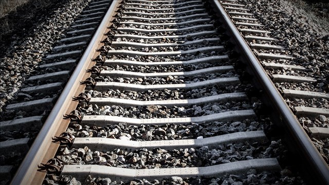 Railroad companies offering signing bonuses of up to $25,000